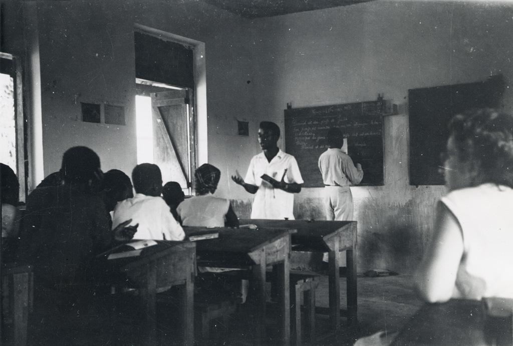 Leçon d'histoire sainte à l'école officielle de Makak