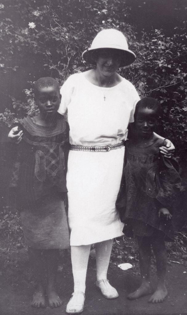 Les deux filles de Nji Mewu (chef) qui sont mes élèves