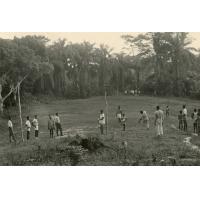 Les élèves de la section professionnelle de Ngomo ont défriché un terrain de sport