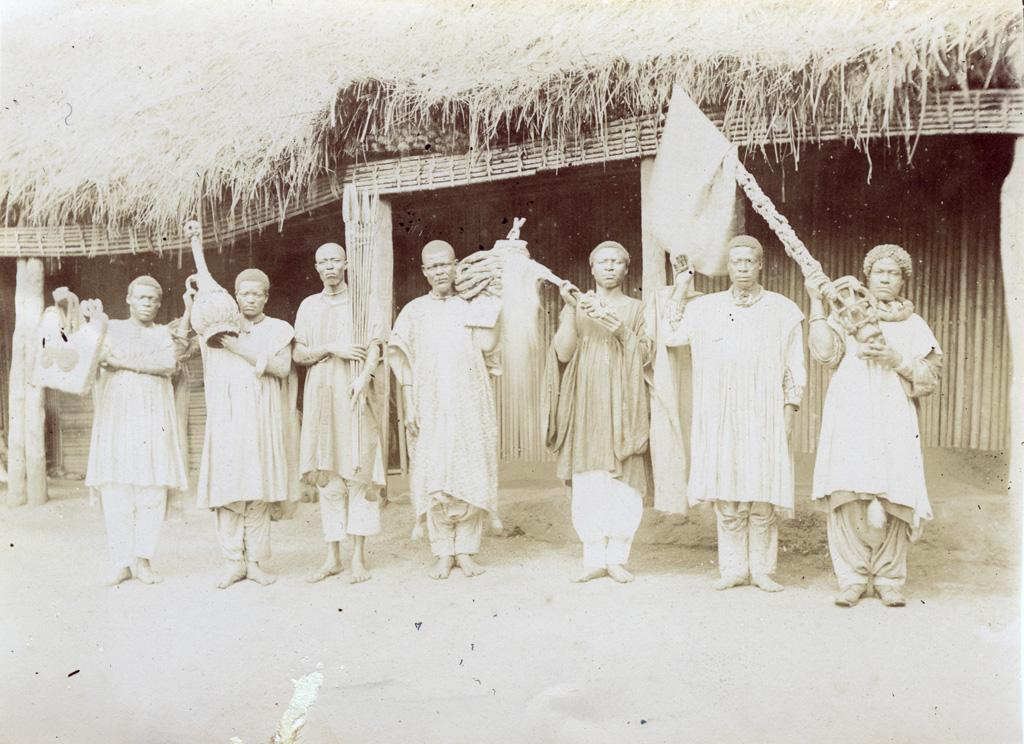 Les insignes du pouvoir visibles seulement le jour de la fête nationale, Foumban