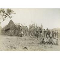 Leshoma, Africa et Yantje revenant de la chasse