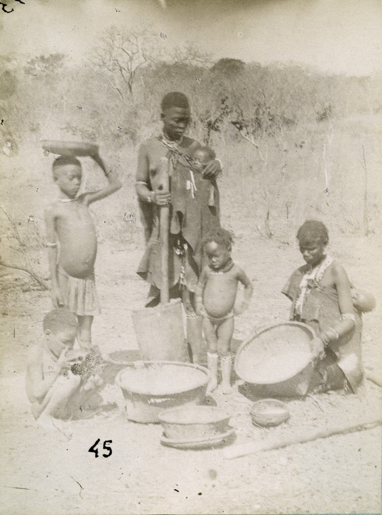 Leshoma, préparation de la nourriture du soir