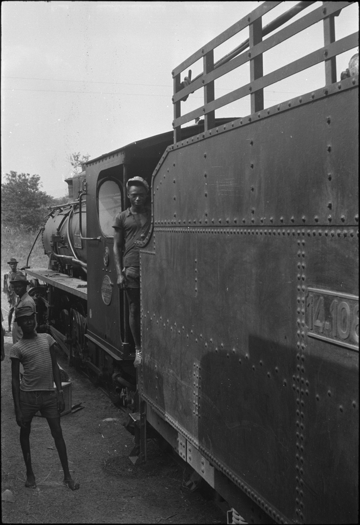 [Locomotive à vapeur] / Paul Junod