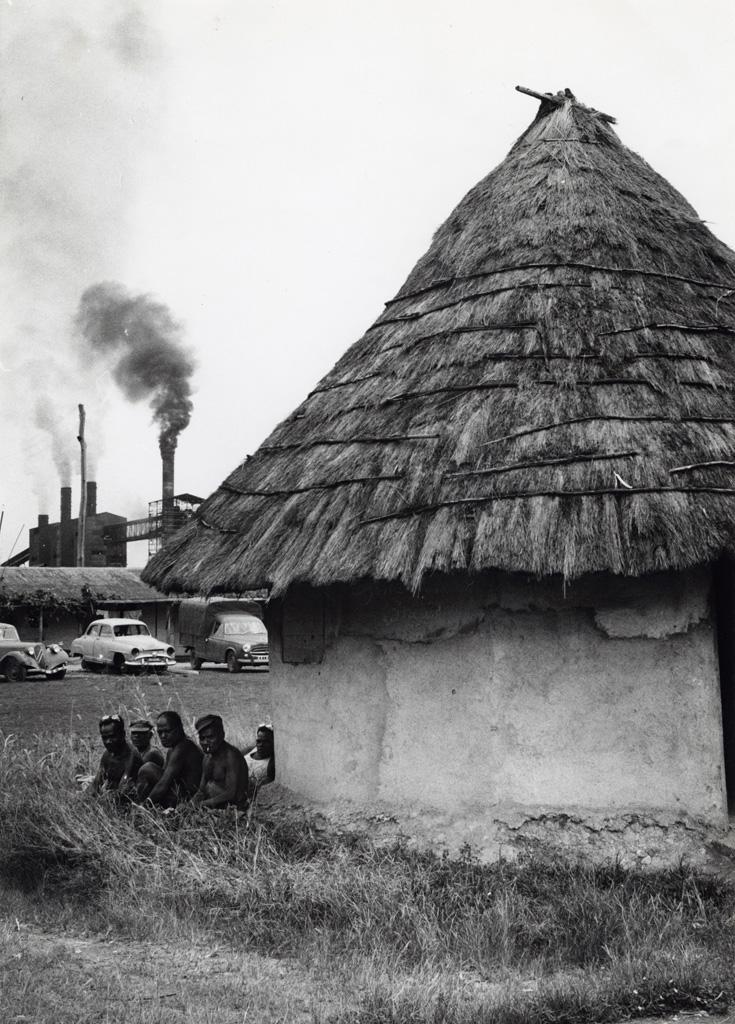 Logements d'ouvriers autochtones à la grande usine de nickel de Doniambo (Nouméa)