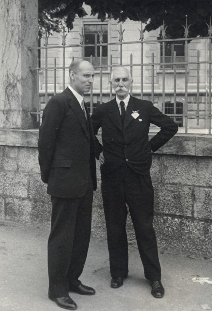 M. Daniel Couve et M. Mercier