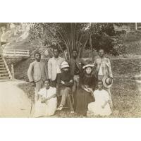 M. et Mme Allégret , leurs boys et leurs filles