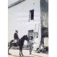 M. et Mme Martin, case d'Anosibé, le cheval Kely