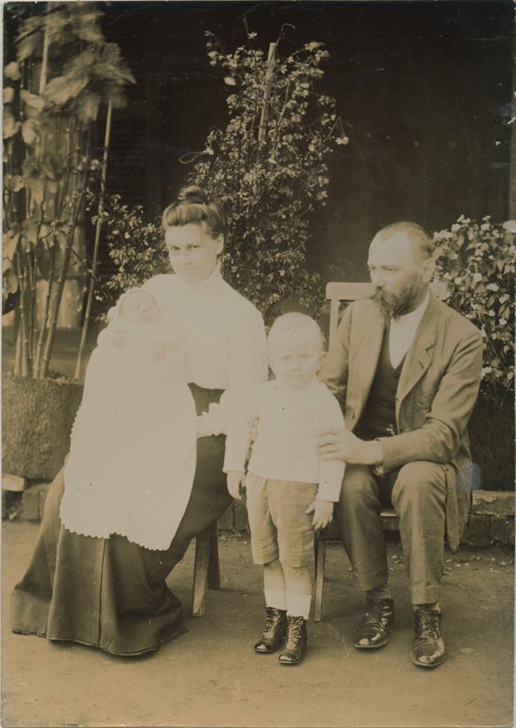 M. et Mme Péchin, Fred (2 ans et demi) et Albert