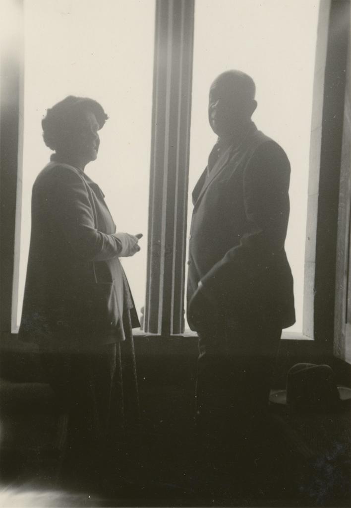 Madame Jalla (?) et le Litunga (roi des Lozi) Mwanawina III