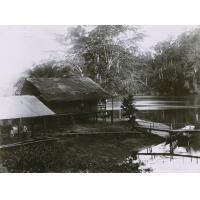 Maison Gacon (ancienne église - école) et commencement de la scierie