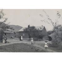 [Maison de missionnaires avec enfants]