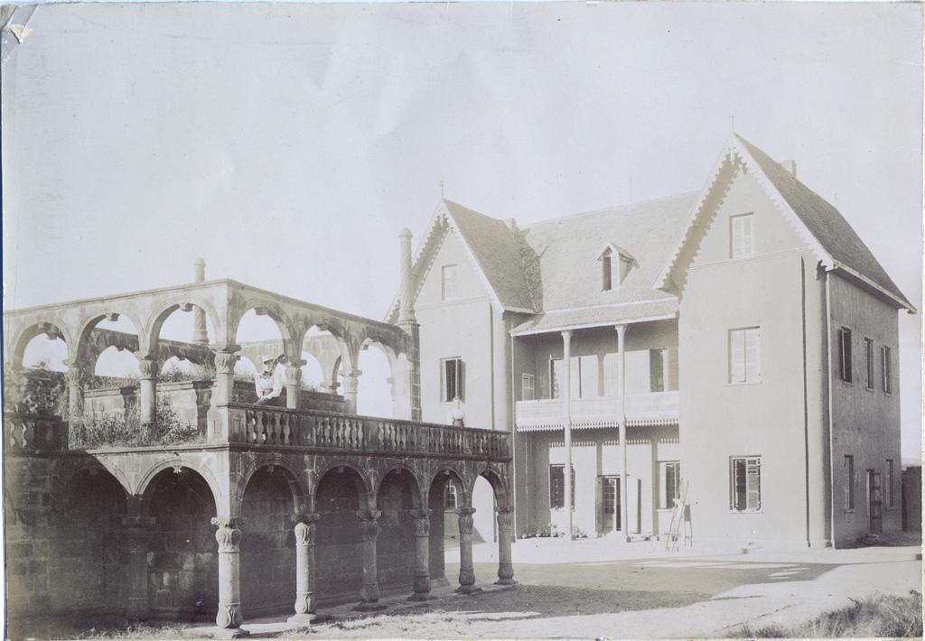 Maison et tombeau de Rainimboay, actuellement en ruine
