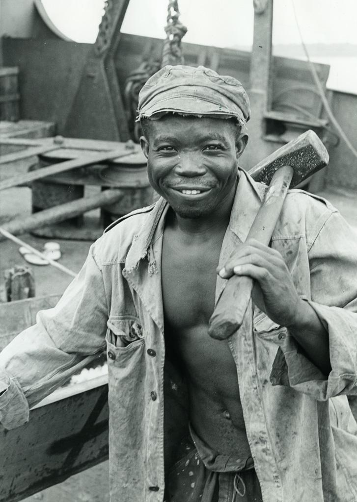 Manoeuvre du port, à Douala