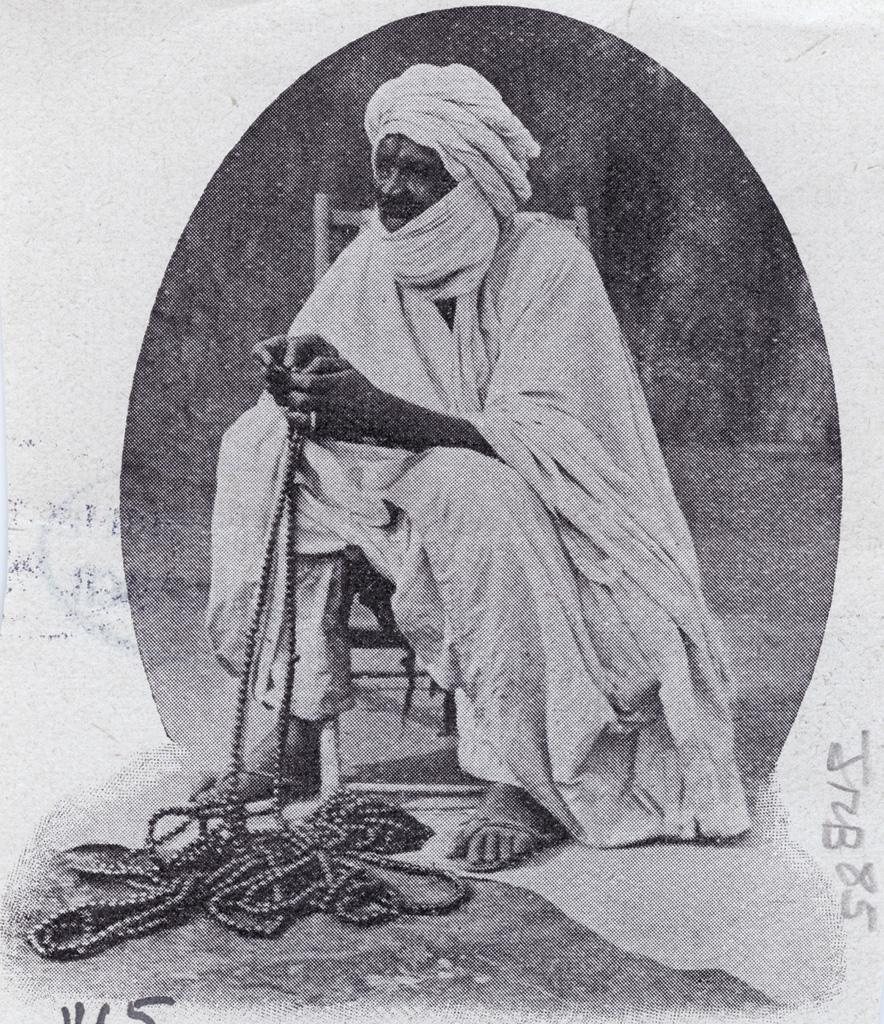 Marabout aveugle égrenant son chapelet, Foumban (Cameroun)