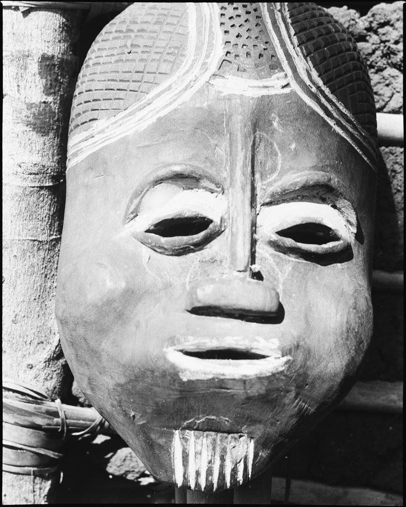Masque de bois à Bamendjin