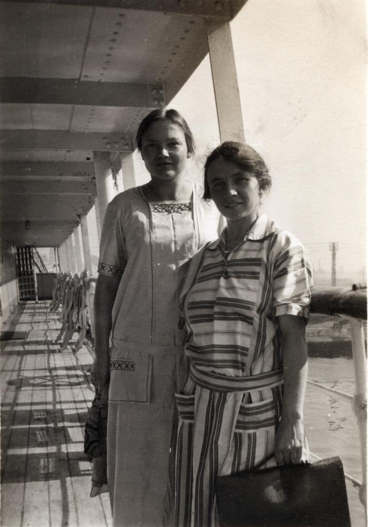 Melle Meister (future Mme Nouvelon) et Melle H. Langlade