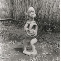 Mère et enfant, statue en bois d'une chefferie, pays Bamiléké