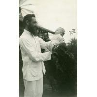 Missionnaire avec un bébé