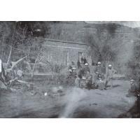 Missionnaires de la SMEP dans le jardin d'une maison à Leribe