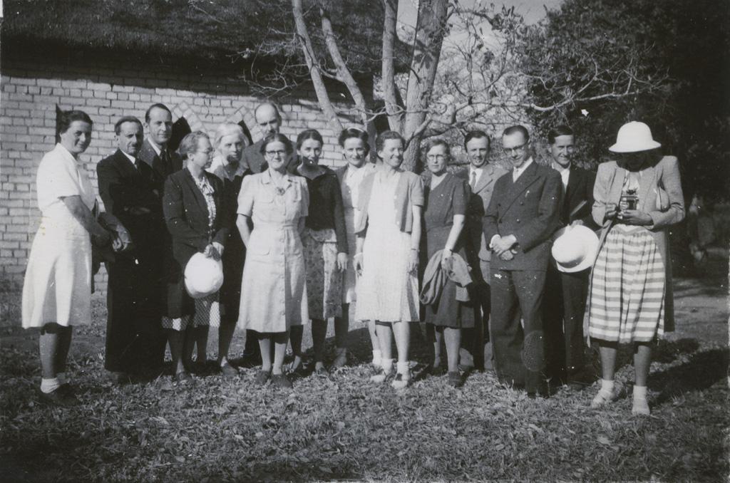 Missionnaires présents lors de la 50ème Conférence missionnaire du Zambèze, réunis à Sénanga