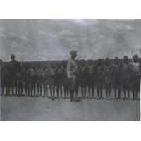 Morasikuanda et ses élèves à Lwaranba