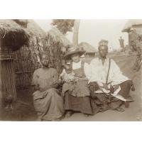 Mosé Yeyap (ancien dignitaire de l'église) et sa famille