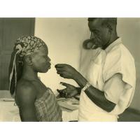 Mucus nasal, Emane (infirmier lépreux) et Menge m'Edone (jeune lépreuse)