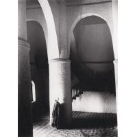 Njoya dans le hall central du palais