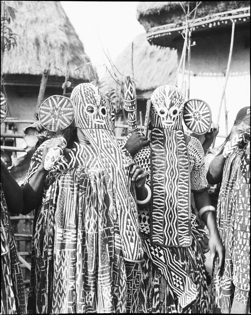 Notables, danse Nzu avec masques perlés