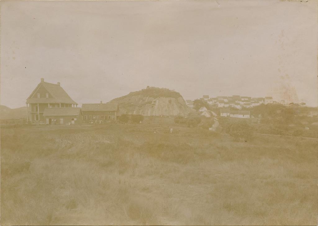 Notre maison et le village