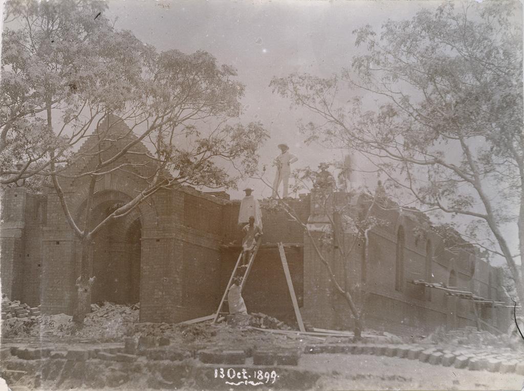 Nouveau temple en construction à Ambositra