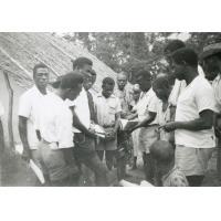Okaghési, vente de librairie au cours d'une tournée d'évangélisation