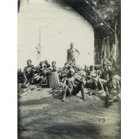 Pahouins vendant leurs bananes à Lambaréné
