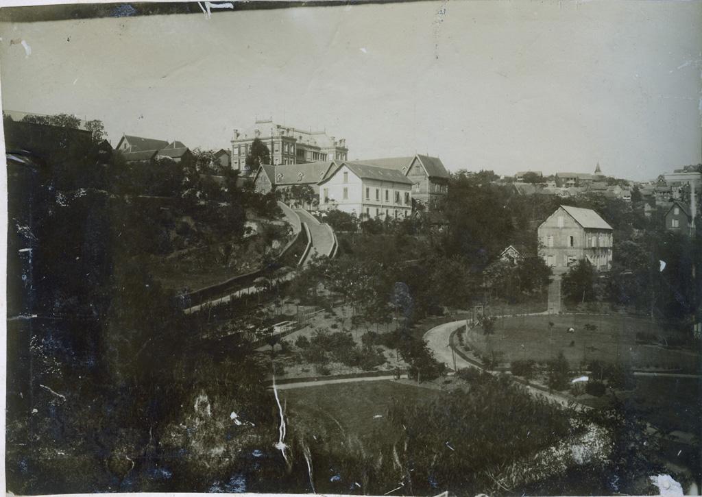 Palais du gouverneur général, en dessous Mission Norvégienne