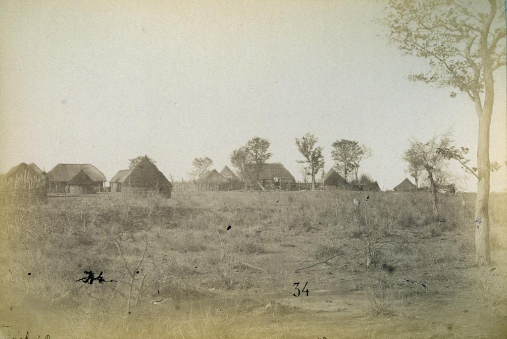 Panda Matenga, établissement de M; Westbeech à droite et celui des Jésuites à gauche