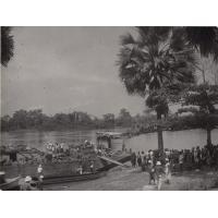 """Passage du bateau de rivière """"L'Avanga"""""""