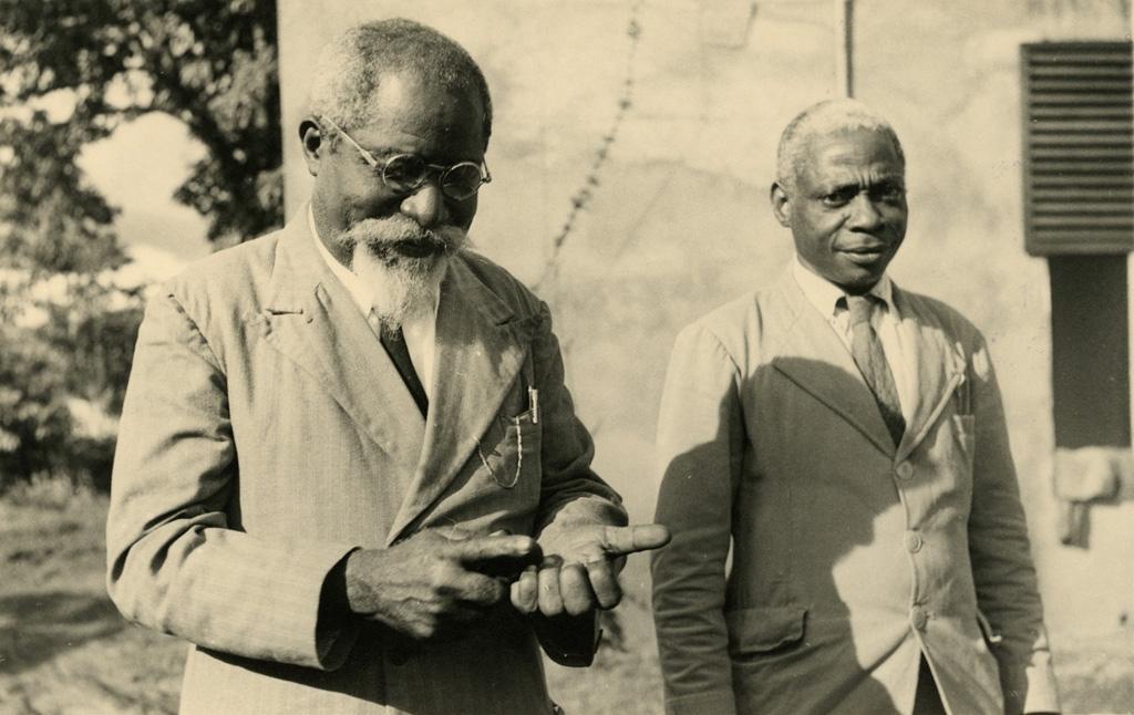 Pasteur Jocky et pasteur Manfred Ekue, président de l'UEBC / non identifié (1950/1970)