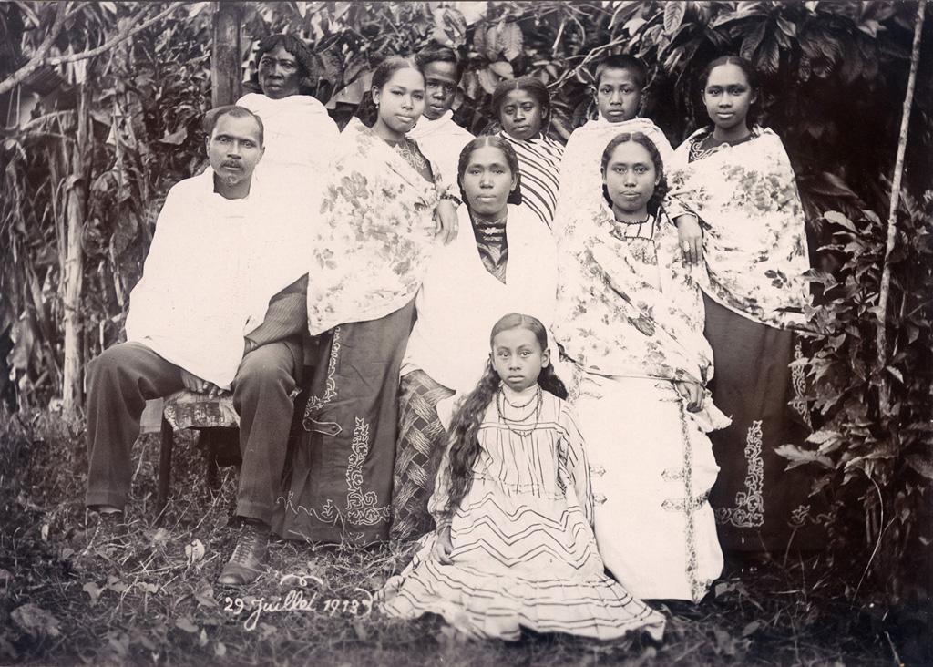 Pasteur Rakoto d'Ambositra, sa femme Ramihamina et la soeur de sa femme Ramananipamongy (et ses neveux)