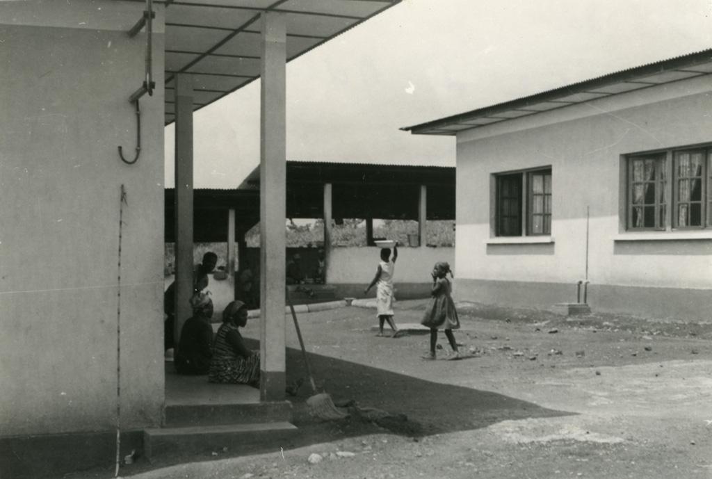 Pavillon de femmes et cuisine, hôpital de Ndoungue