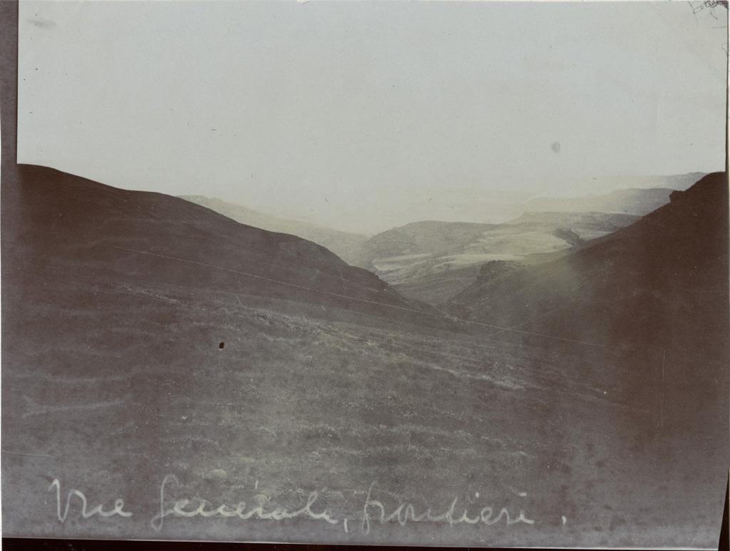 Paysage à la frontière du Lessouto et Griqualand, vue sur le Griqualand