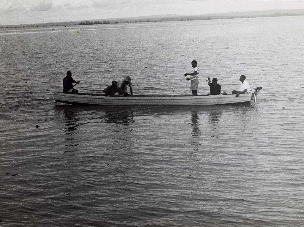 Pêcheurs sur le lac de Kariba, aujourd'hui le plus grand lac artificiel du monde
