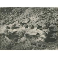 Petit village à flanc de montagnes