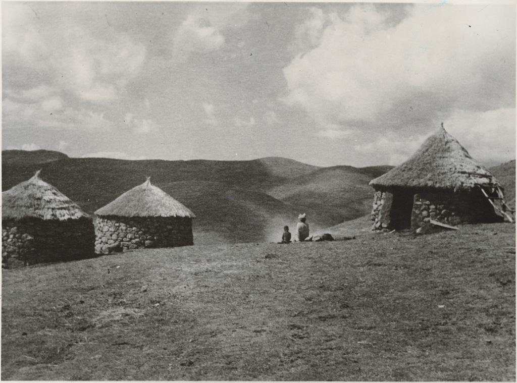Petit village sur un plateau