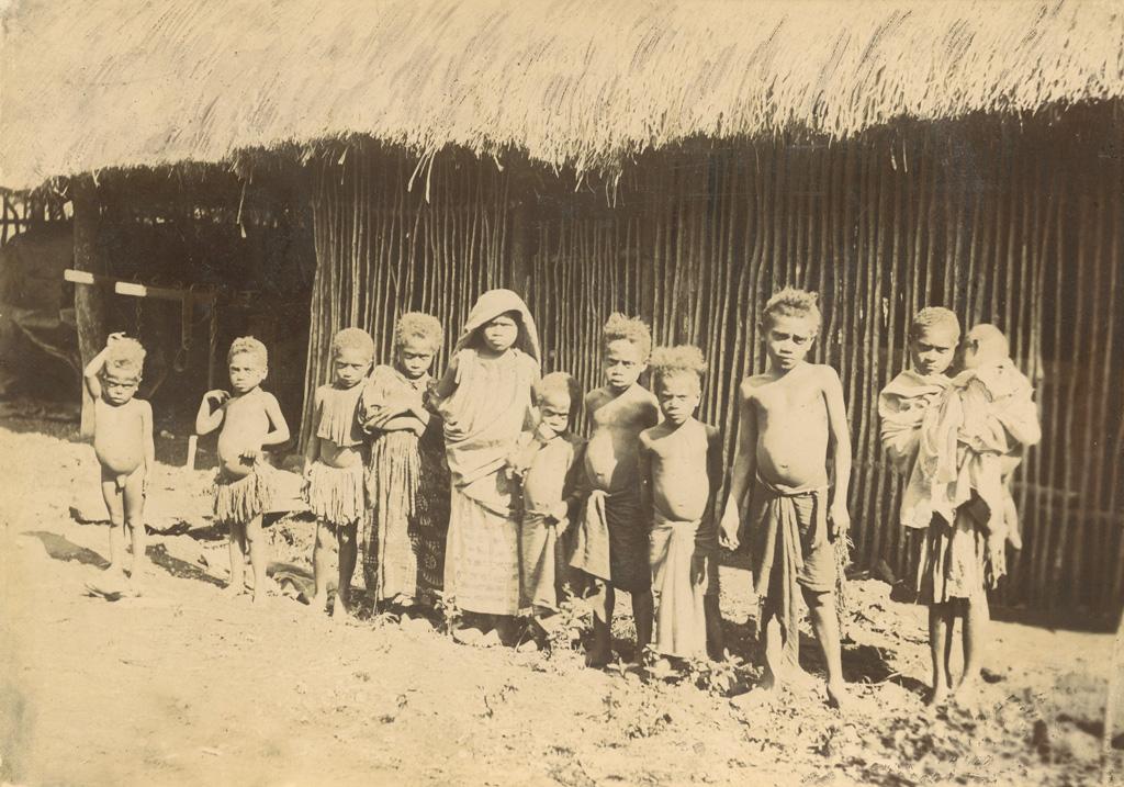 Petits enfants païens à Koua, près de Houailou