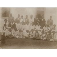 Photo de classe d'élèves de Do-Neva