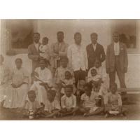 Photo de classe d'étudiants de Do-Neva