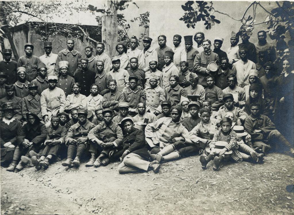 [Photo de groupe de tirailleurs indigènes à Toulon]