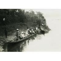 Pirogue missionnaire sur le Sanaga