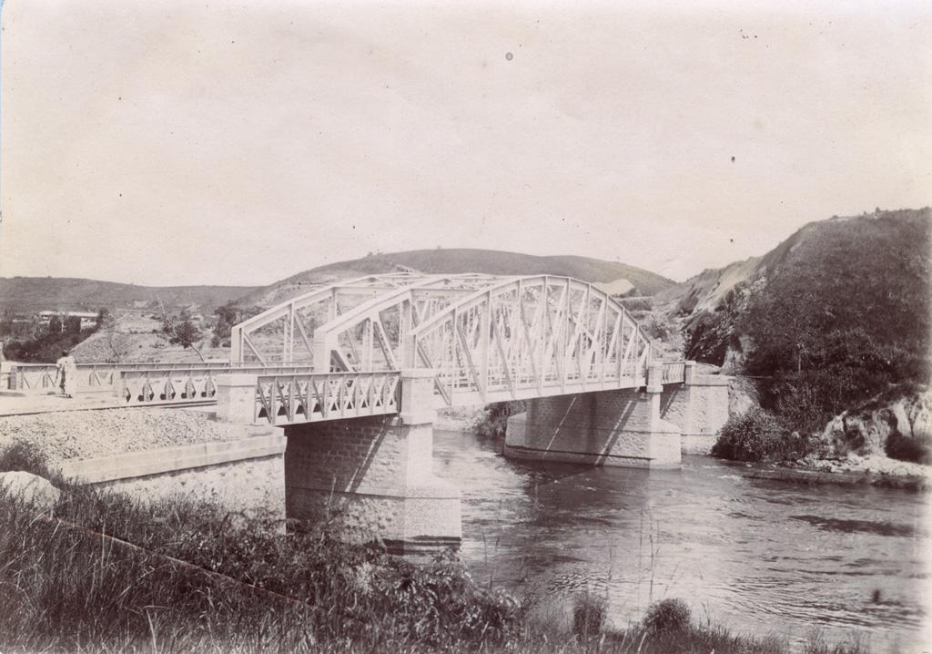 Pont de chemin de fer sur le mangoro près Moramanger