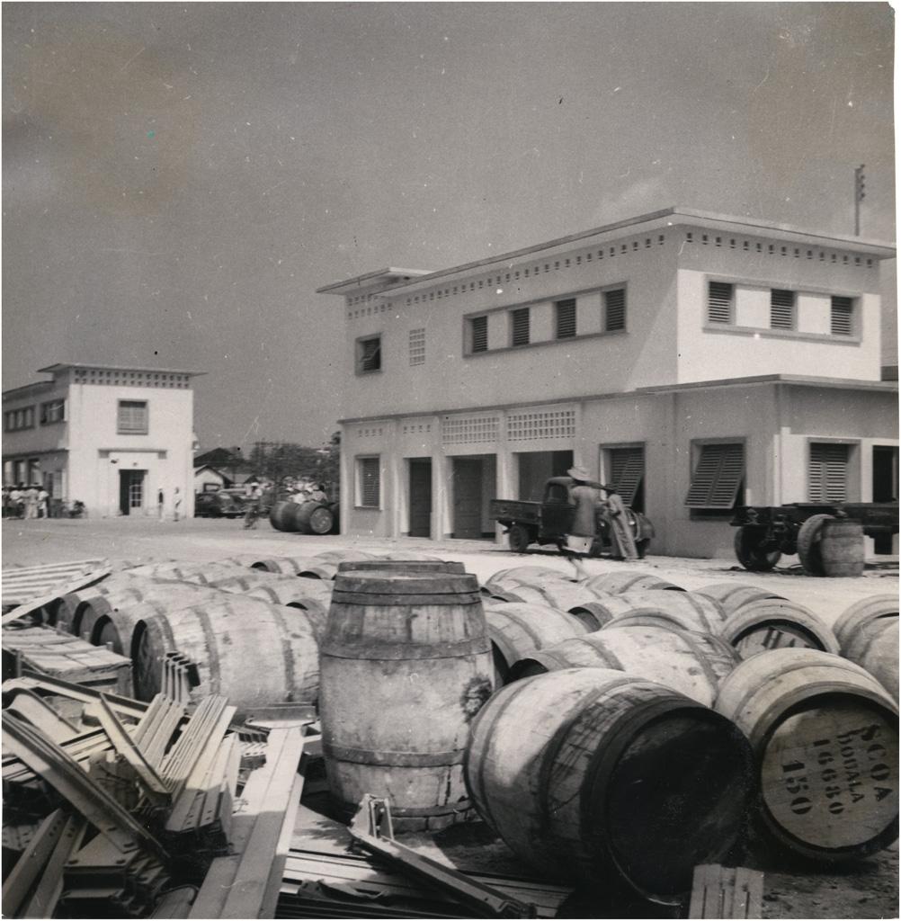 Port, quais et entrepôts à Douala